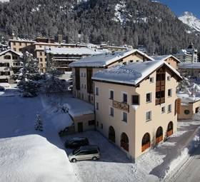 The Garni Hotel Chesa Mulin is peacefully yet centrally located in the village of Pontresina.