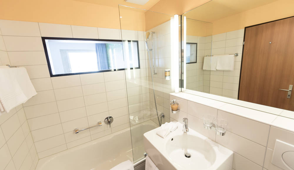 The double rooms feature newly renovated bathrooms.